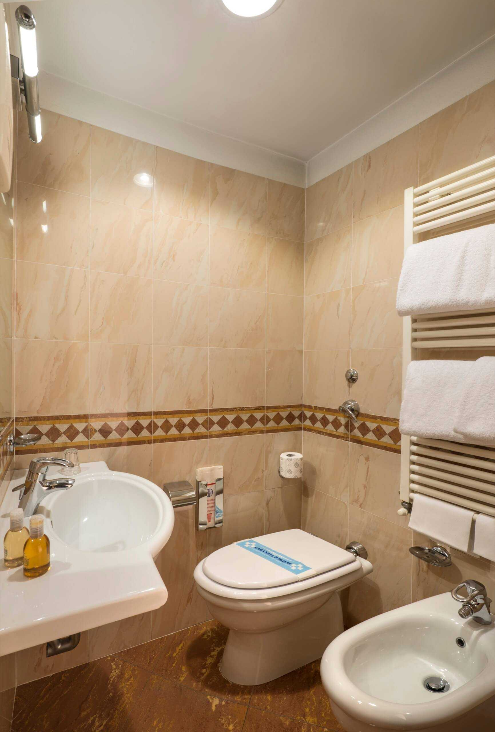 Camera singola comfort hotel 3 stelle a milano lancaster for Bathroom remodel 70 square feet